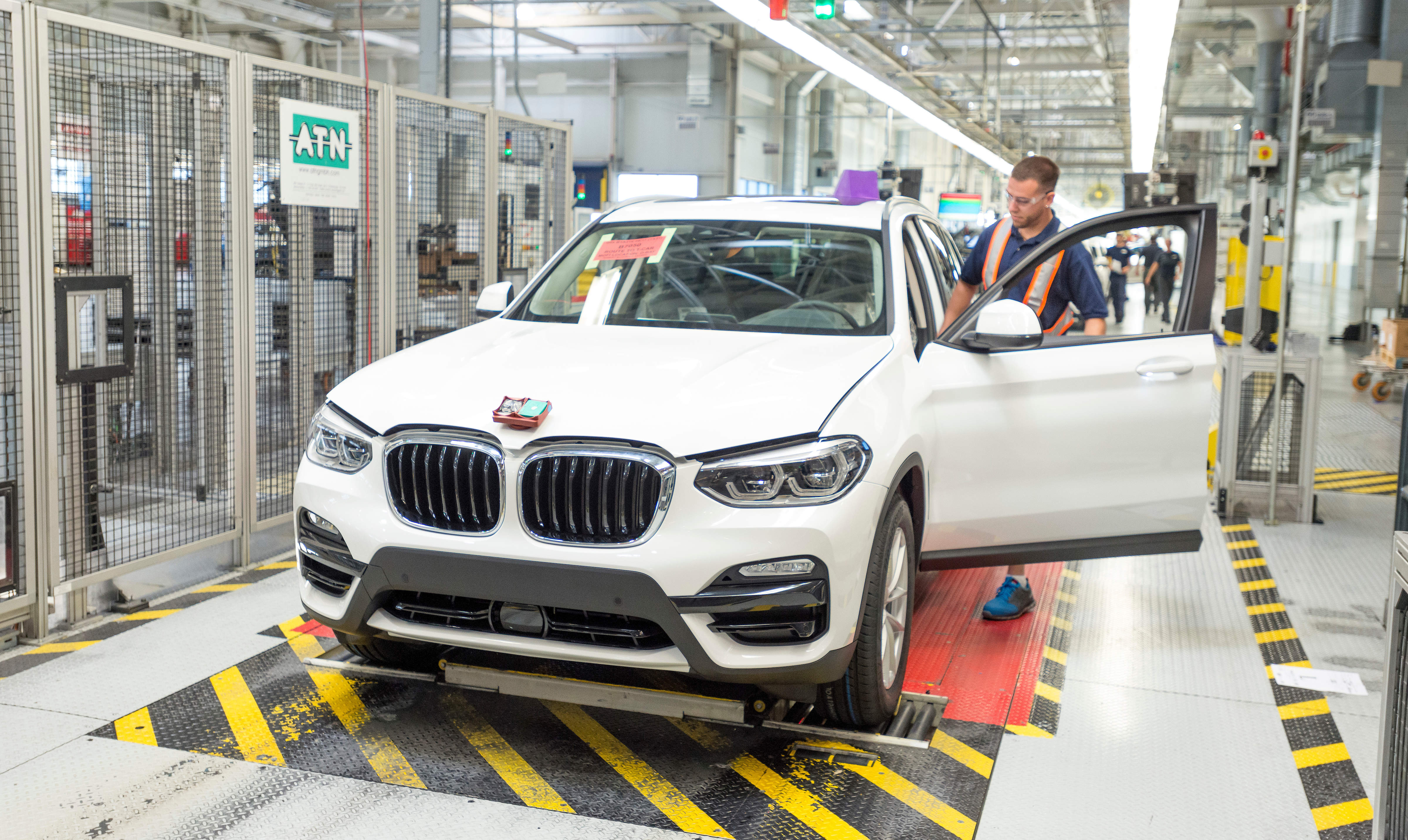 BMW financial services profits rise amid group stagnation