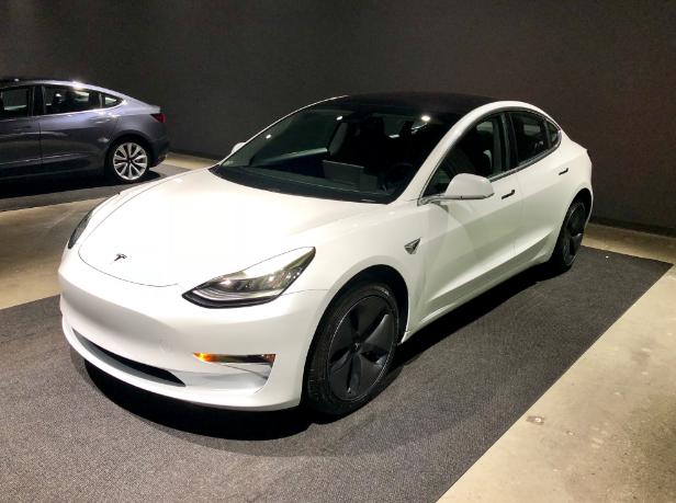 Tesla raises current model prices to maintain retail spaces