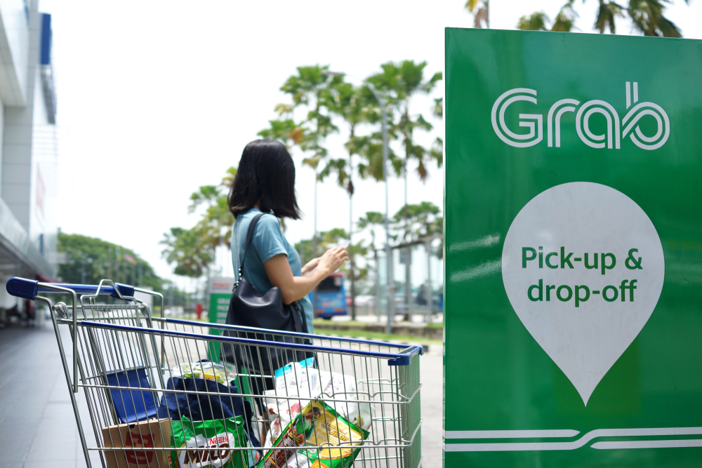 Grab seeks to expand into consumer banking
