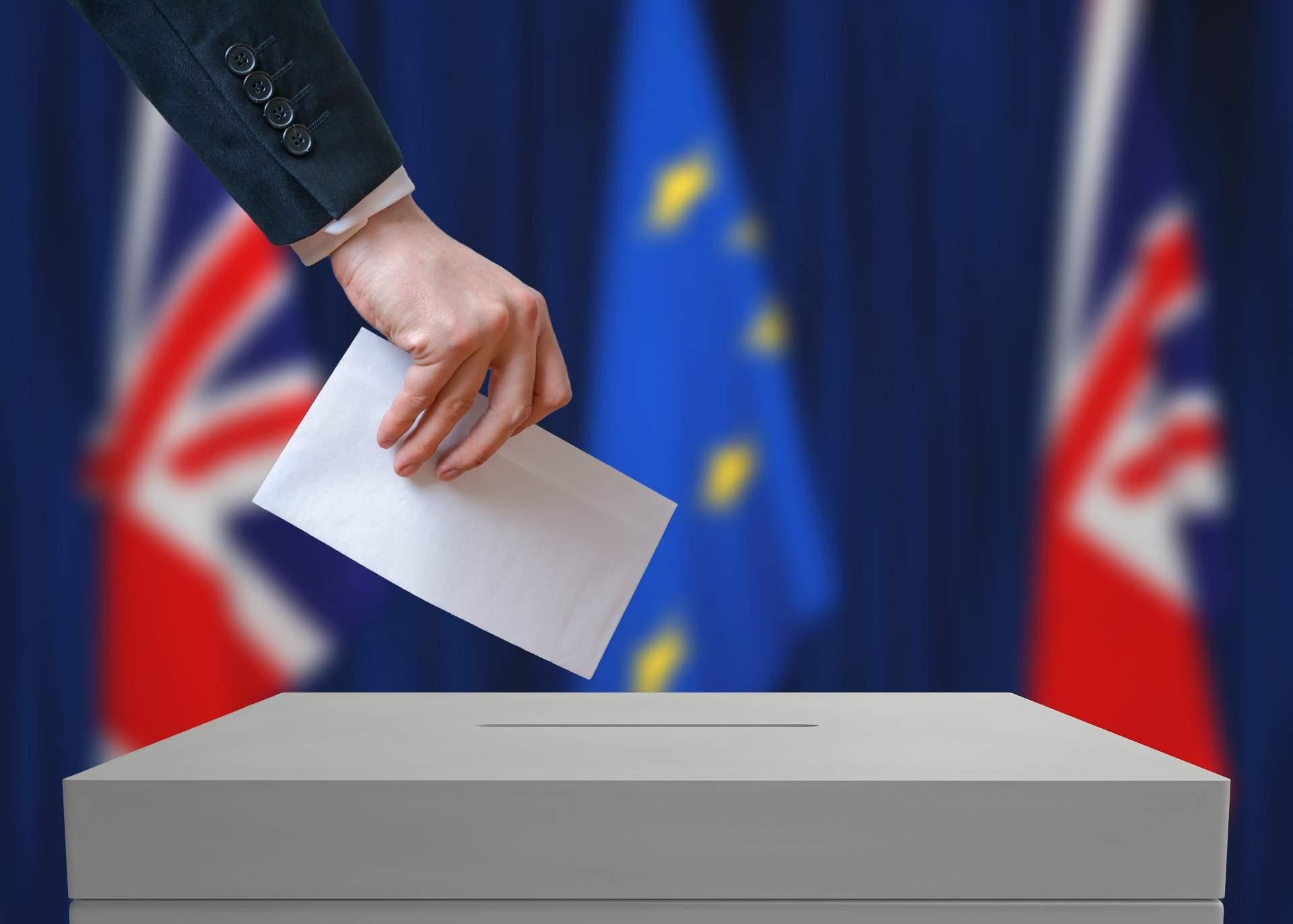 MPs debate Brexit Bill; Tech companies team up against Trump; Investors eye Apple earnings