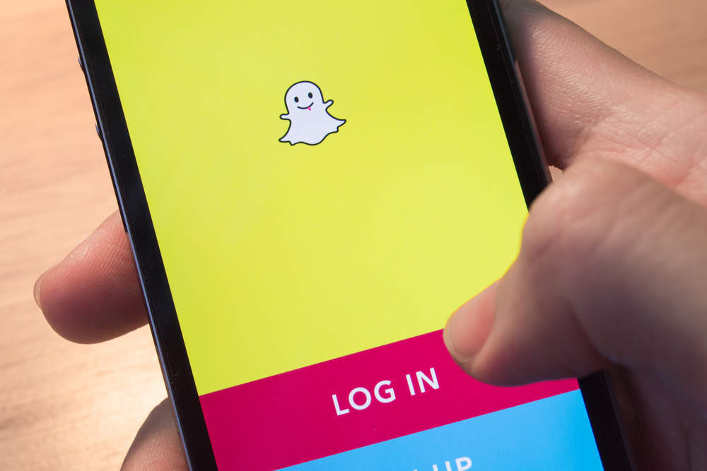 Why has Snapchat's new feature raised safety concerns?