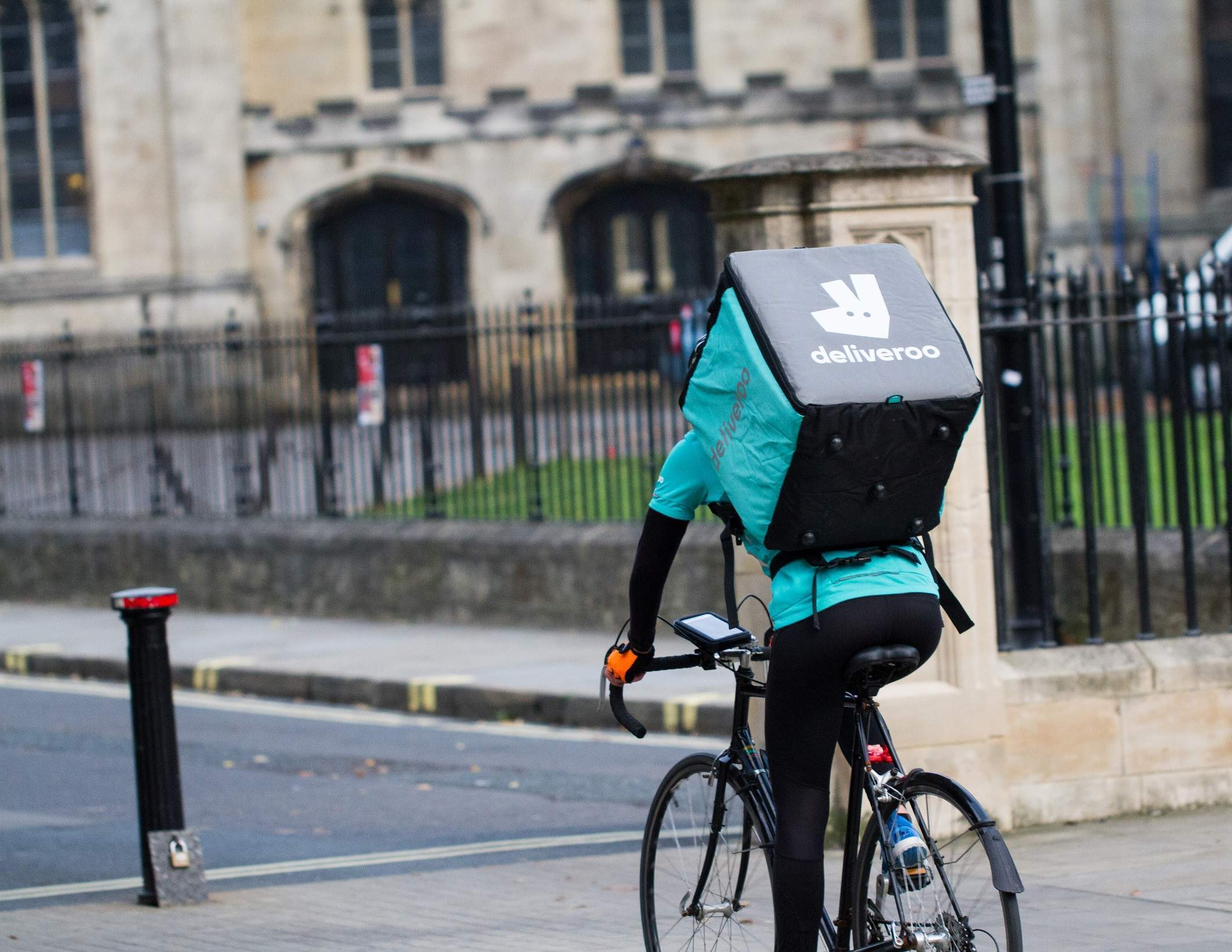 Amazon's 16% stake in Deliveroo gets approval