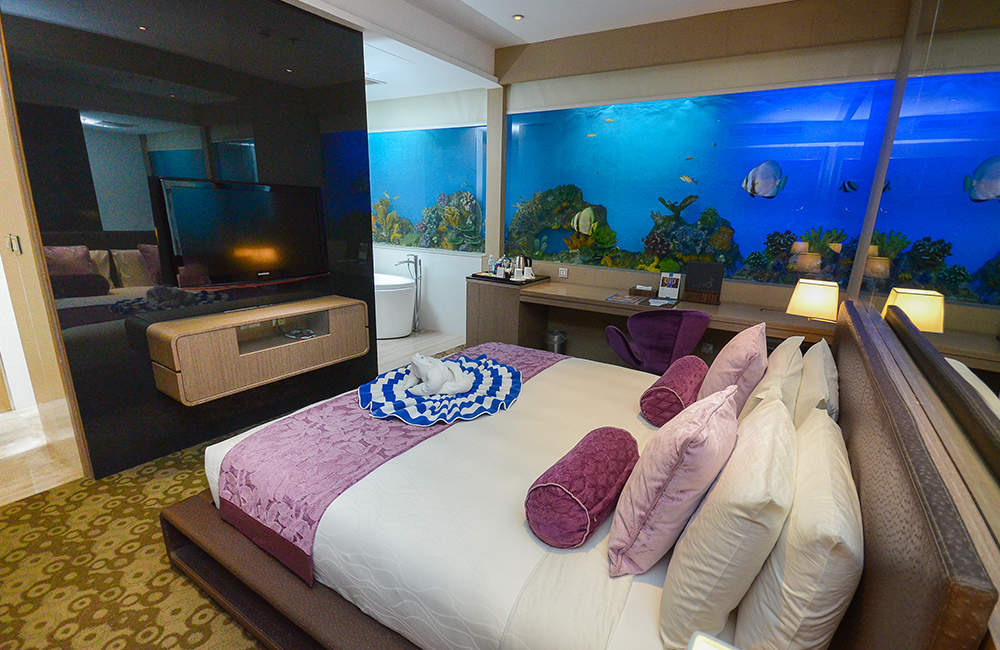 Underwater hotels seven of the world s most spectacular for Supreme themed bedroom