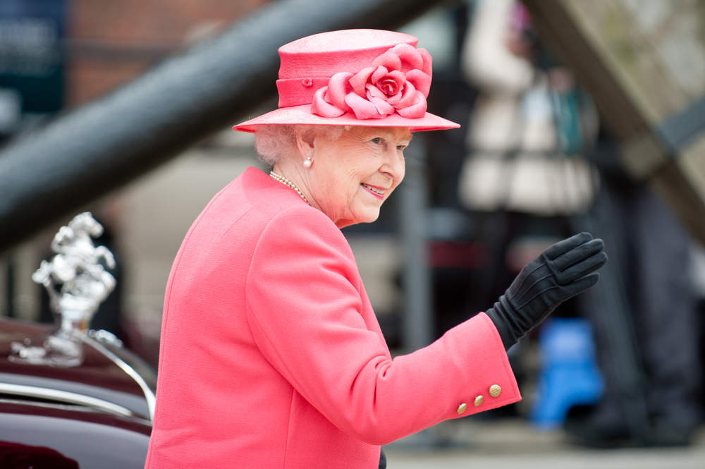 What are the Queen's favourite foods and interesting eating habits?