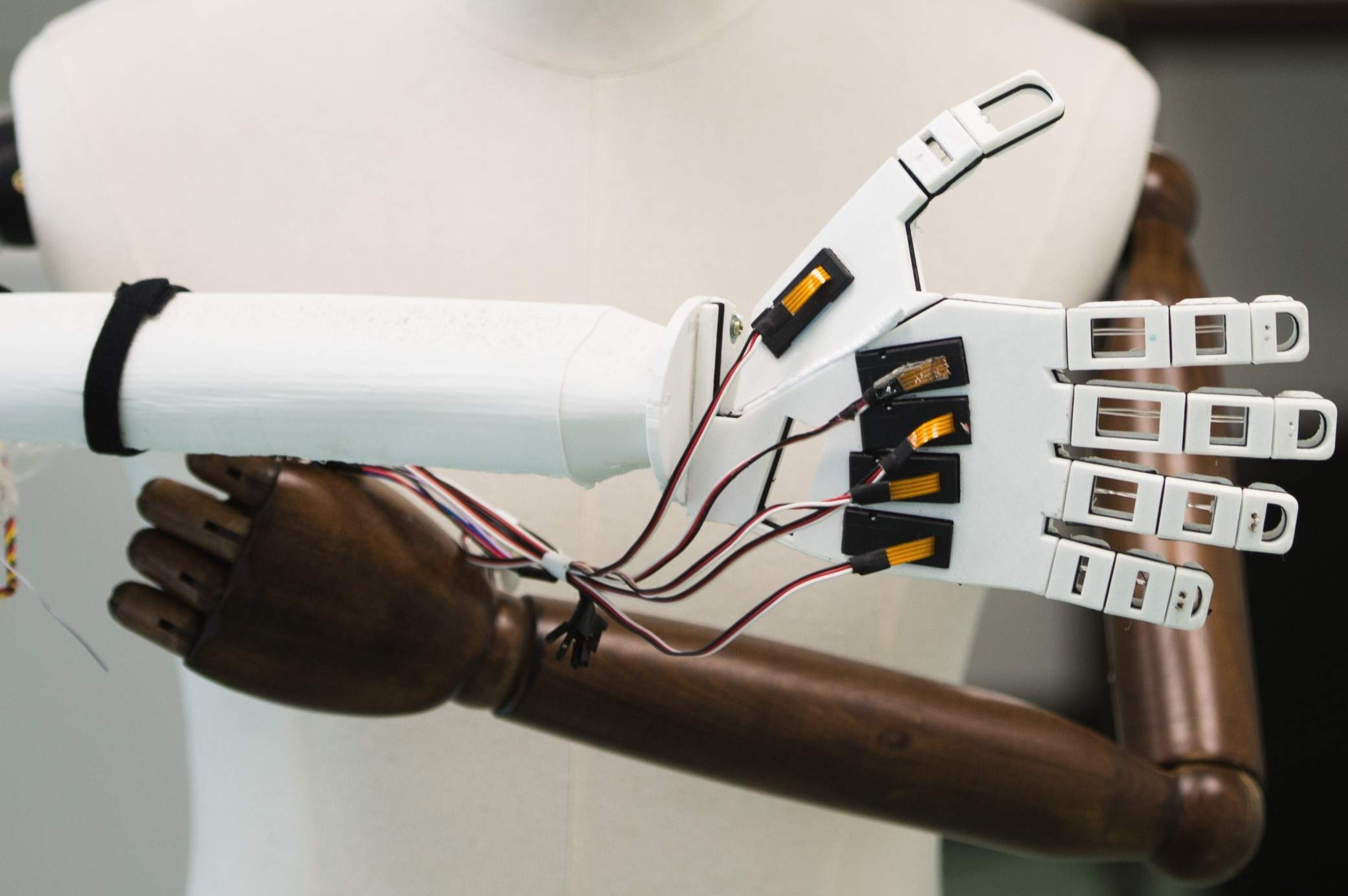 Synthetic e-skin gives robot hand a human touch