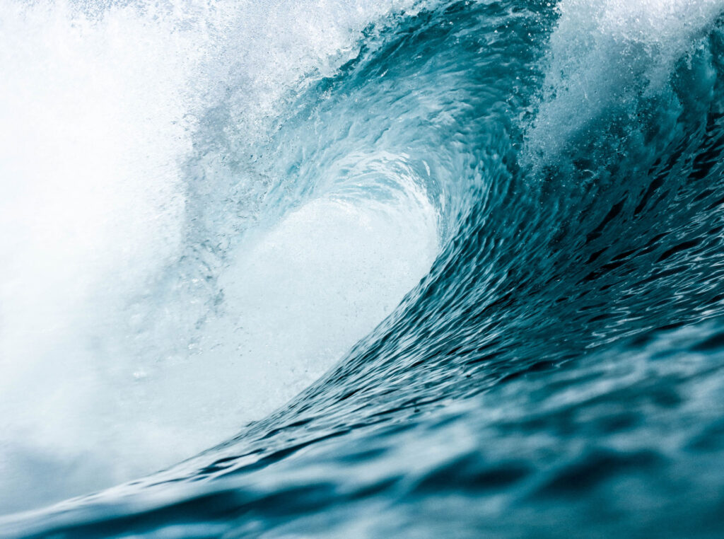 Why has wave power lagged behind other renewable energy sources?