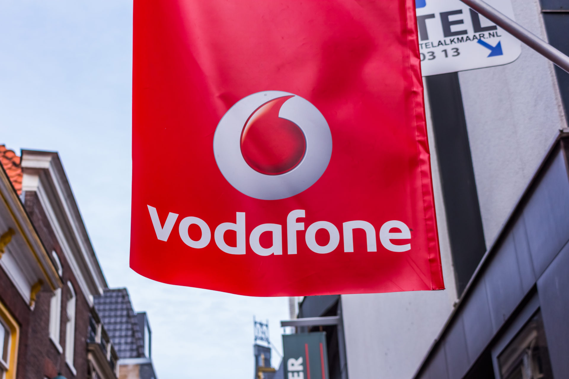 Vodafone 5G launches in seven UK cities, offers unlimited data plans
