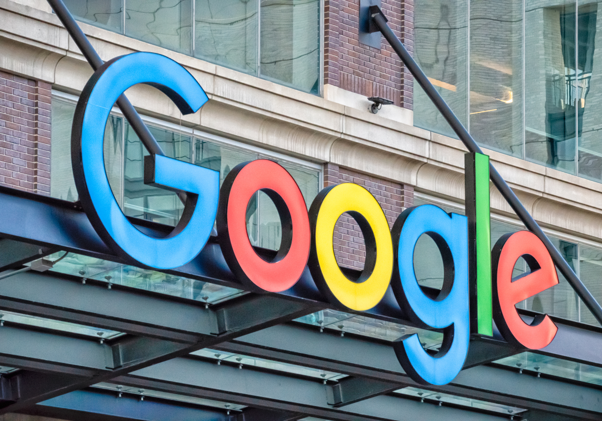 "Alphabet shrugs off advertising ""slowdown"" as Q1 revenue beats expectations"