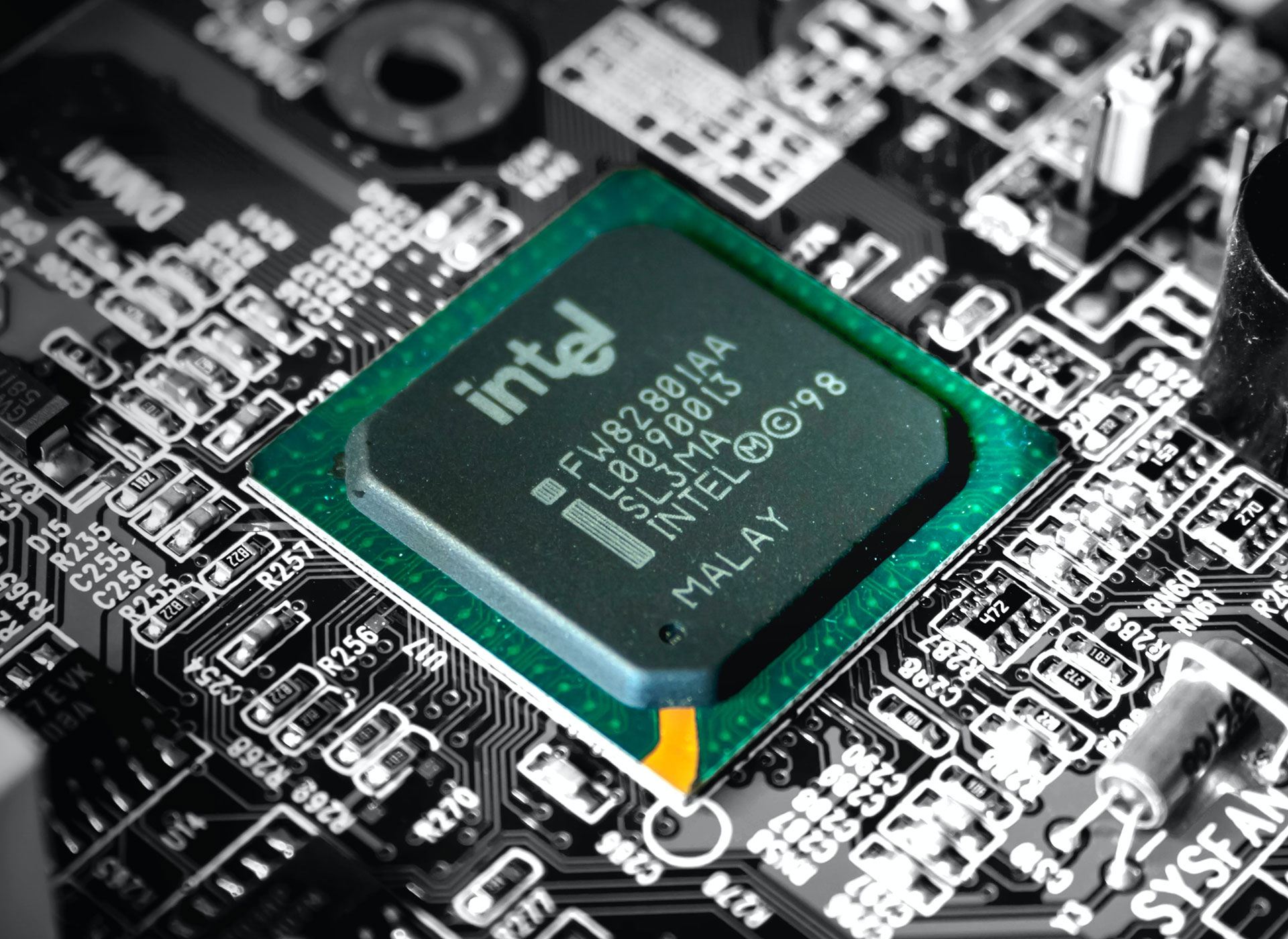 """Intel Q2 results: """"Very strong quarter"""" marred by next-generation chip delays"""