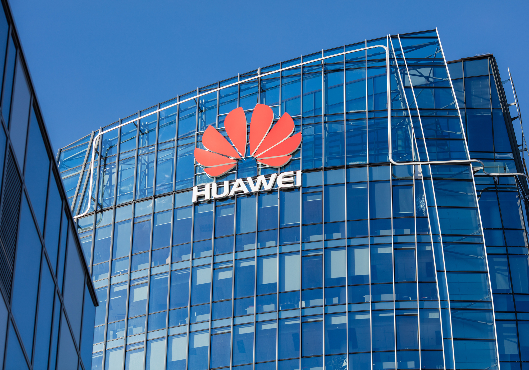 Huawei banned from UK 5G network starting 2021