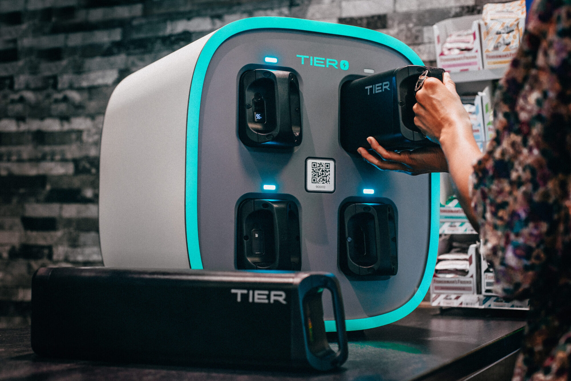 Tier wants riders to swap e-scooter batteries – and it makes perfect sense