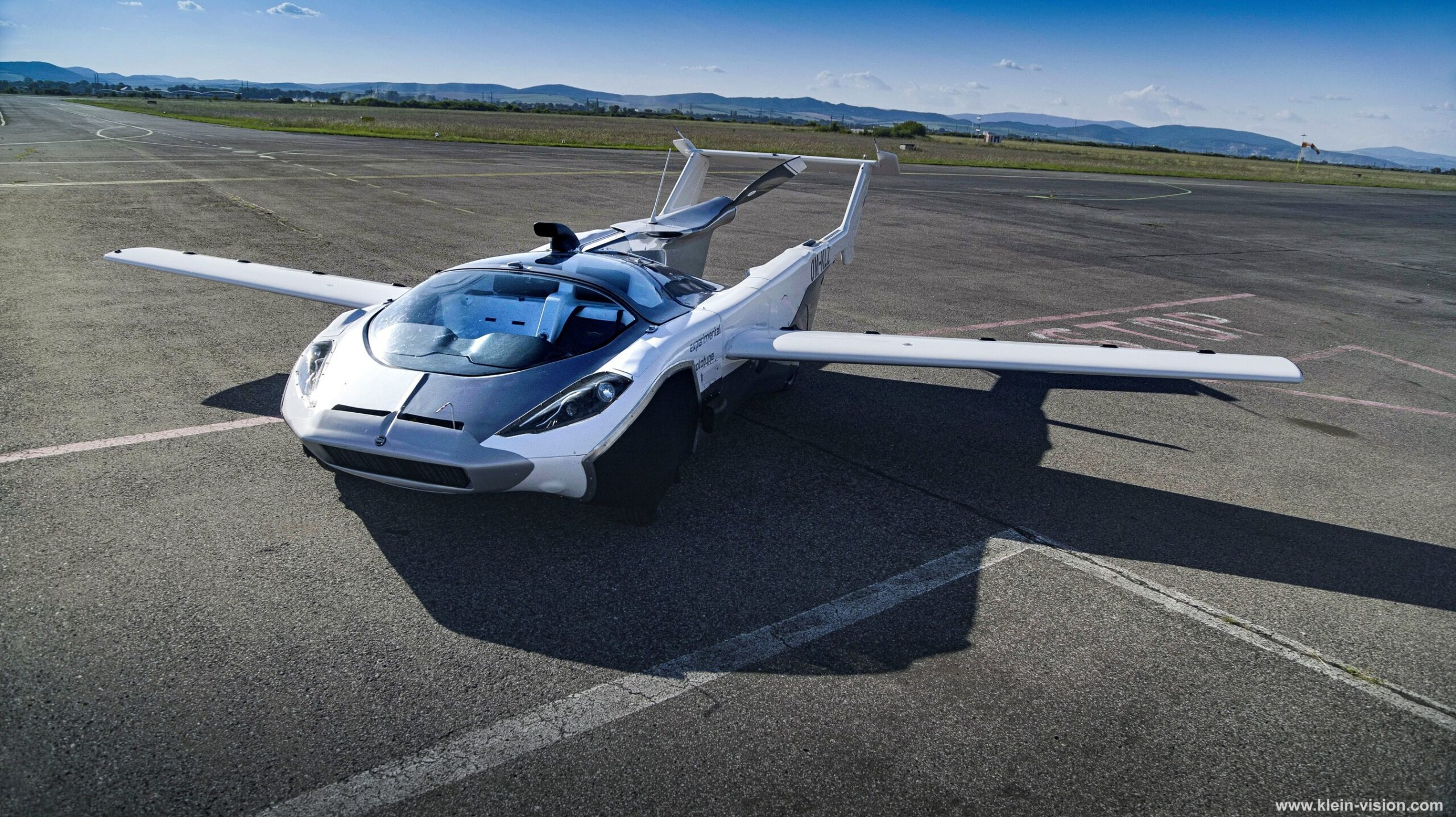 AirCar: Flying car completes airport test flights