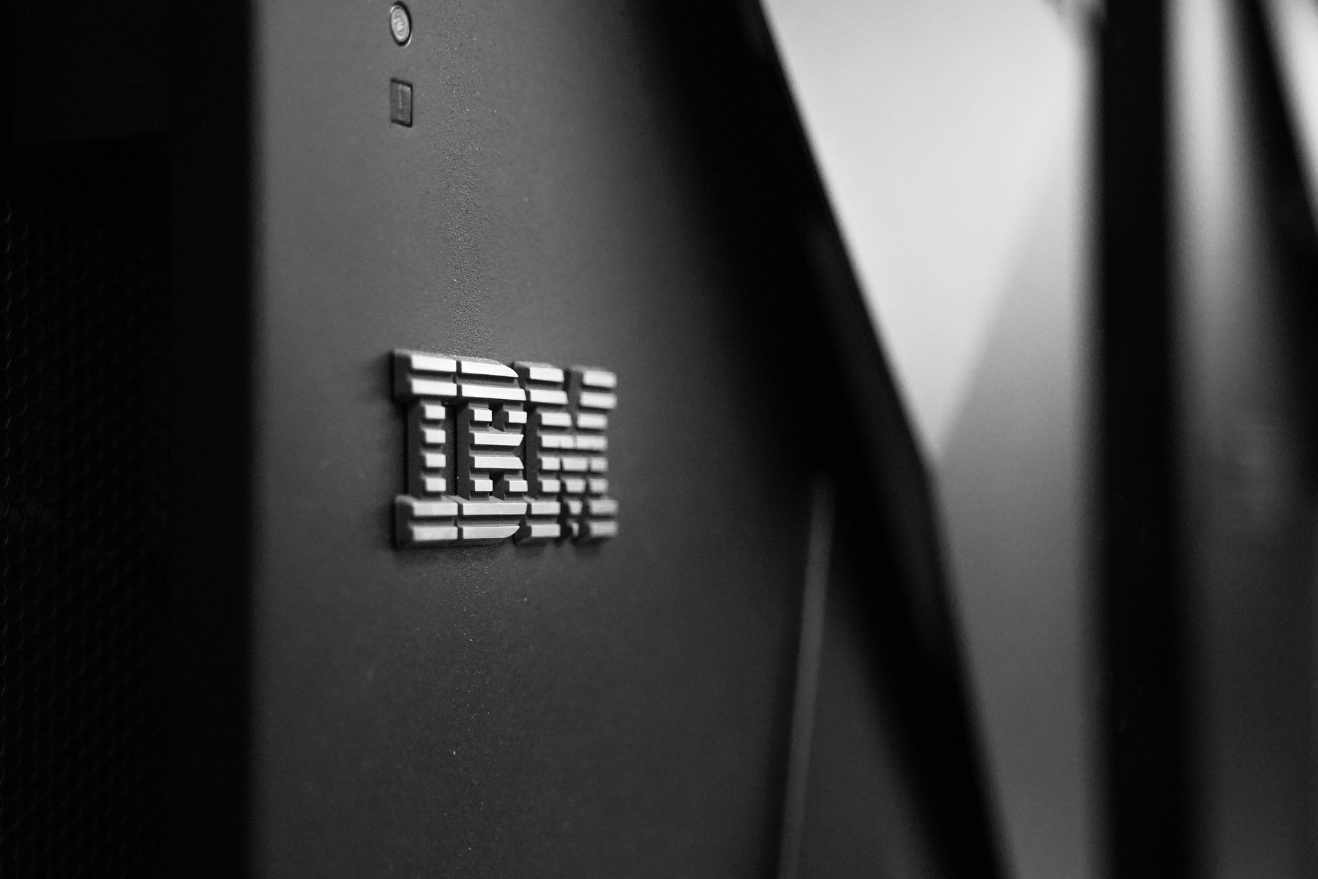 Tech Report Weekly: IBM results, Dell Technologies World, MPs seek gigabit broadband update