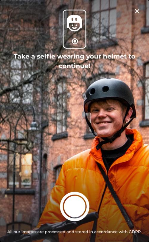 voi helmet selfie