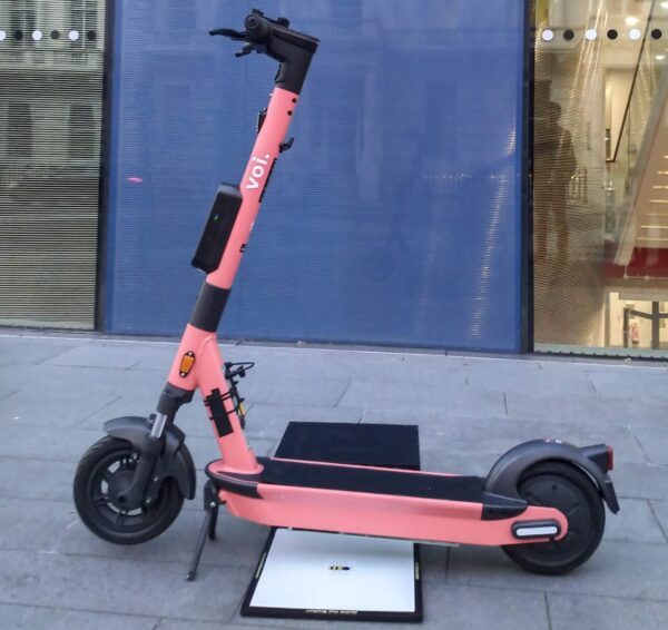 voi wireless charging e-scooter