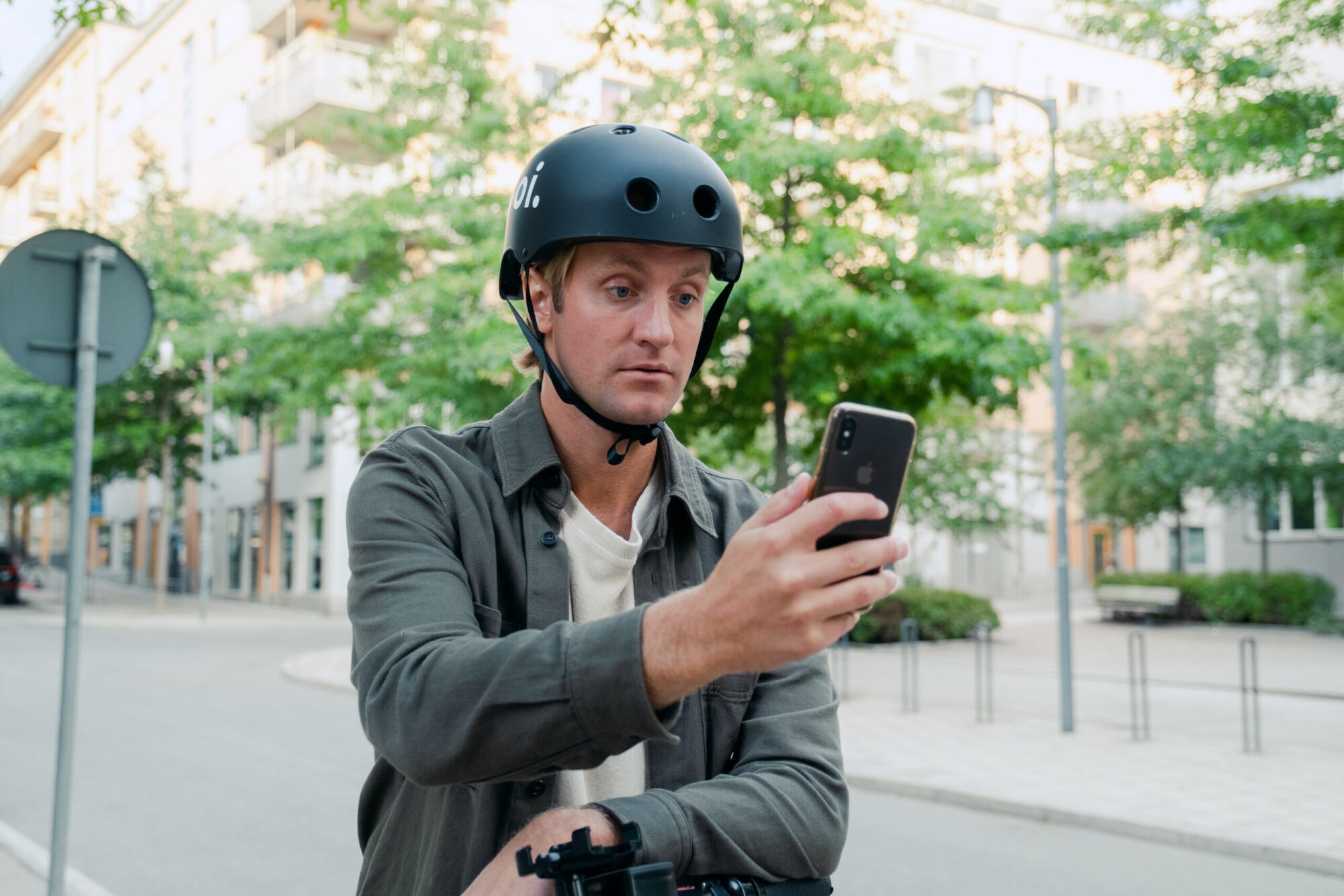Voi uses AI selfie tool to reward e-scooter riders for wearing helmets