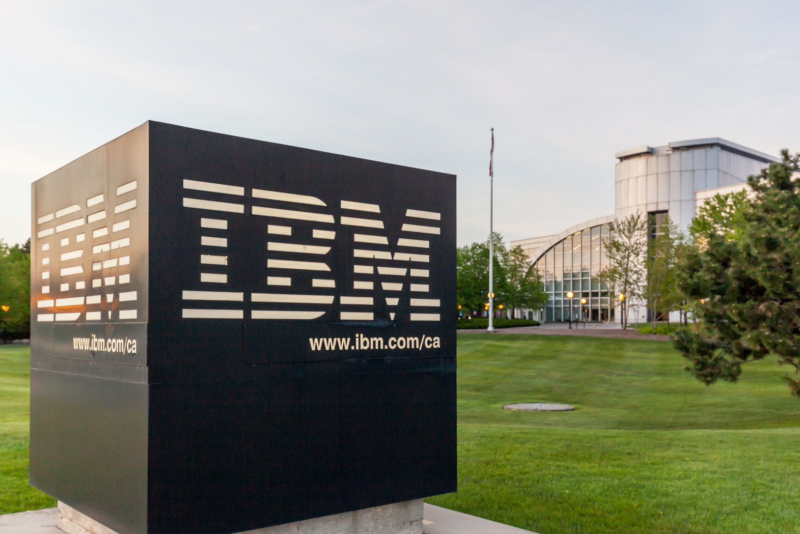 """IBM revenue slumps 6% in """"disappointing"""" Q4 results"""