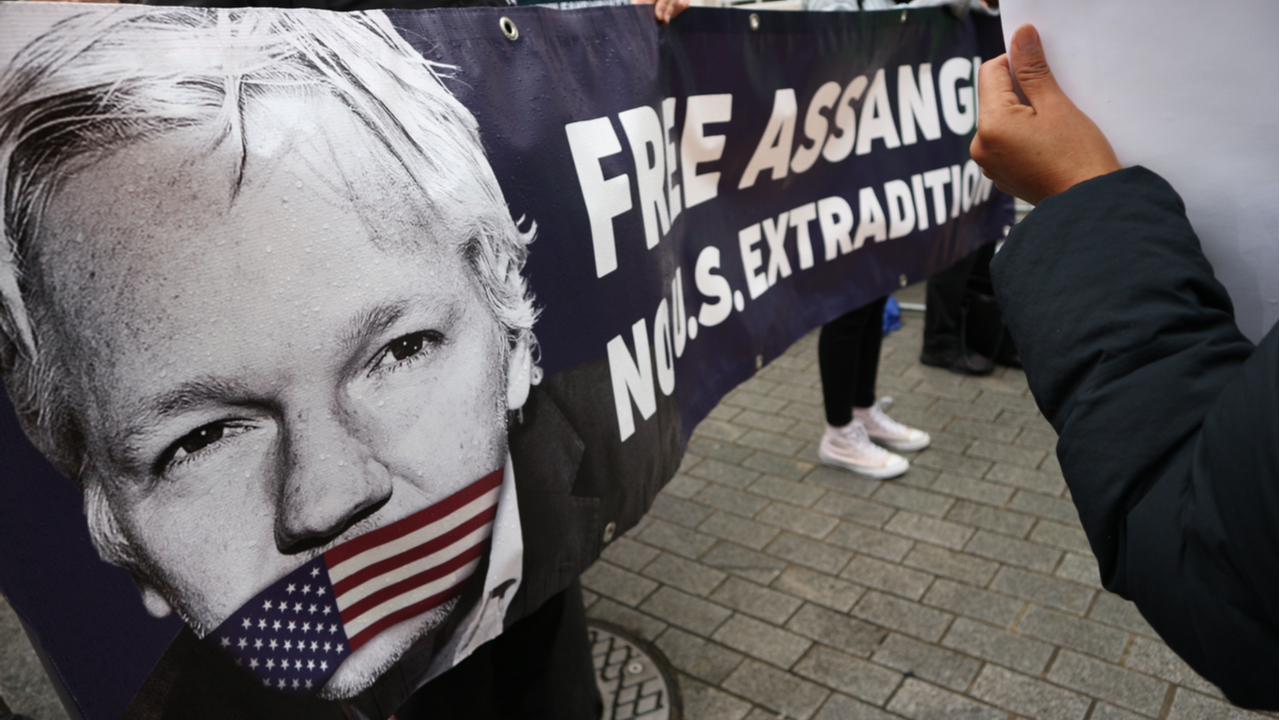 Julian Assange extradition to US blocked by UK judge
