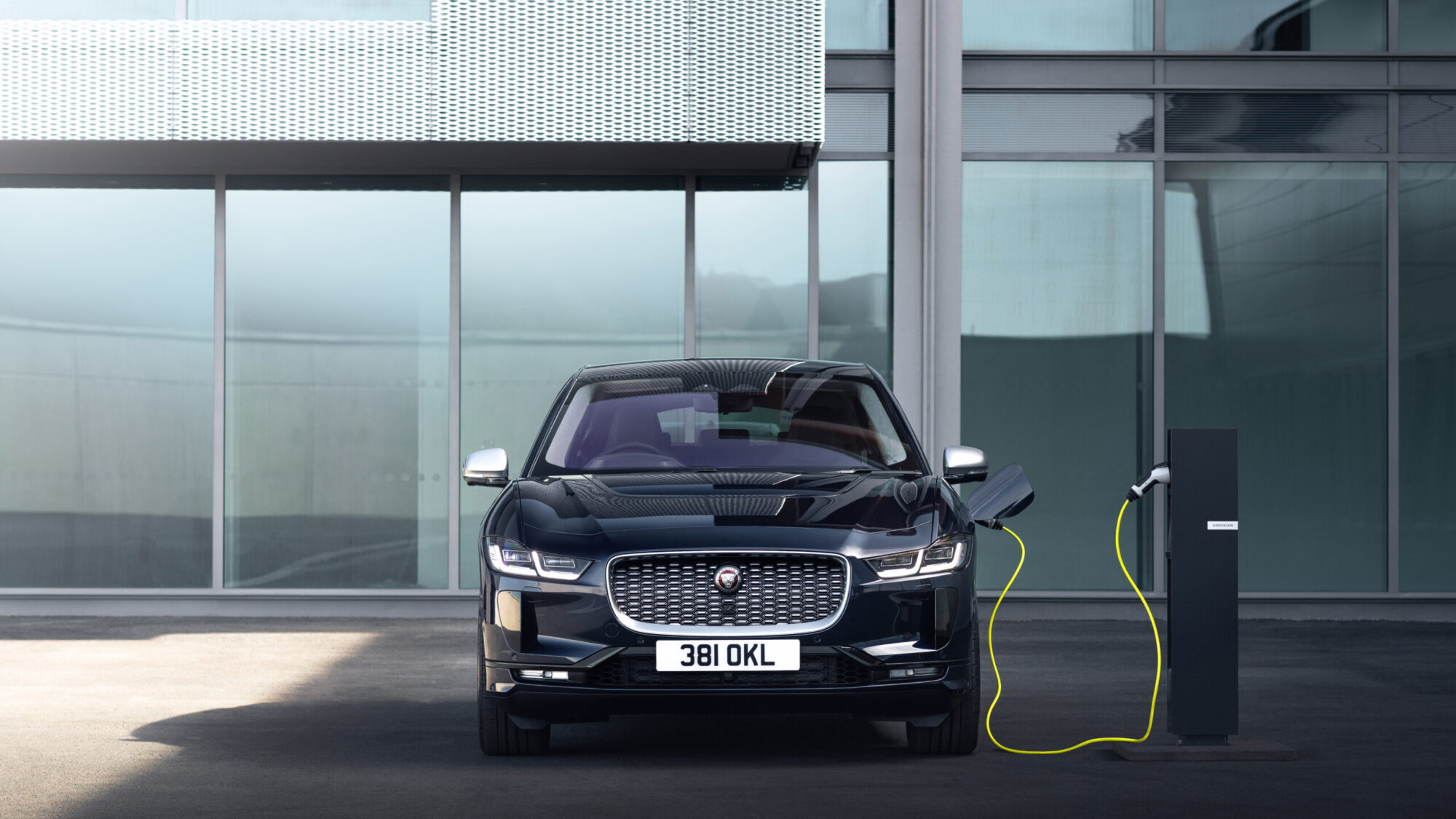 Jaguar to sell electric cars only from 2025
