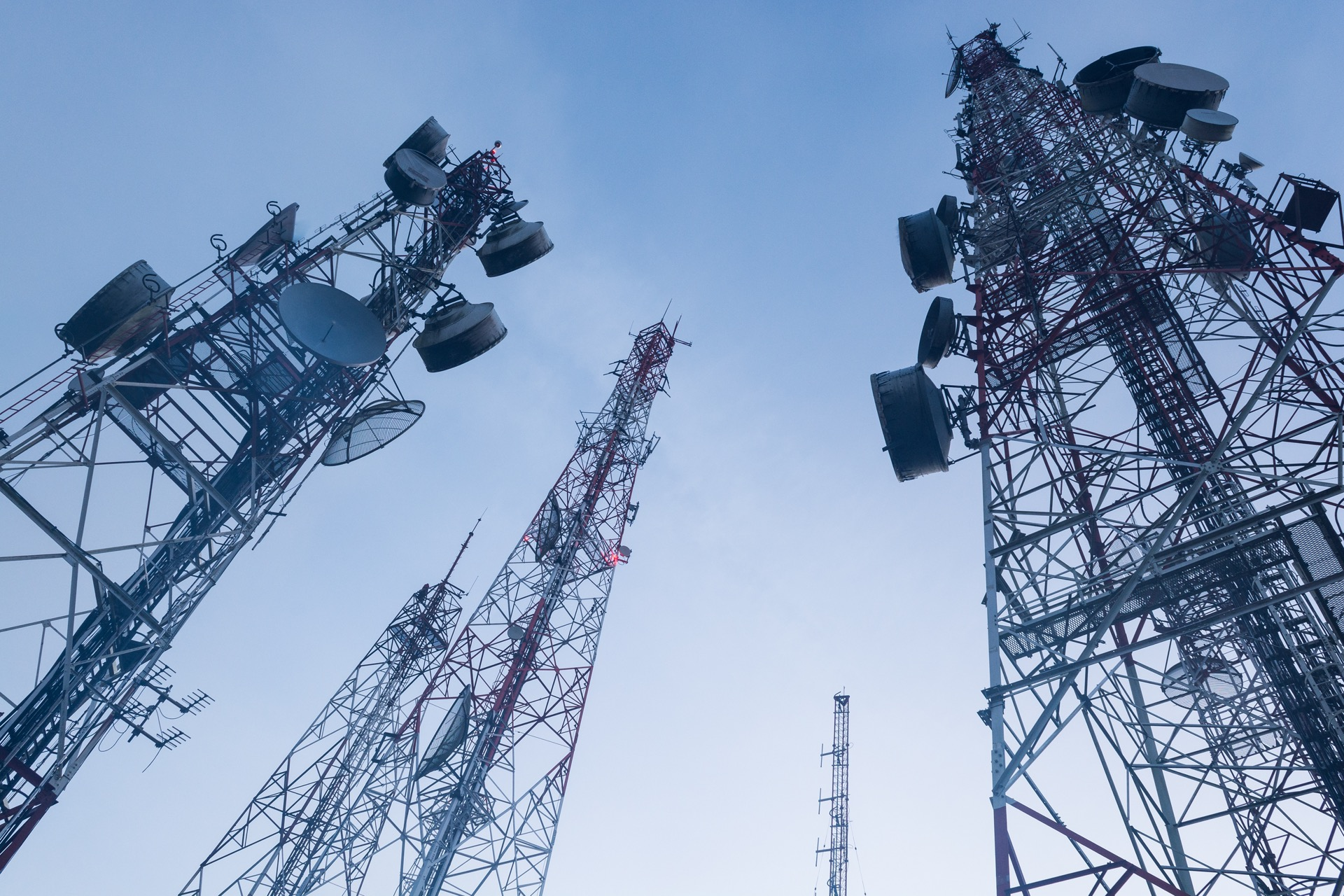 """5G spectrum auction is """"a steal"""" for UK telcos"""
