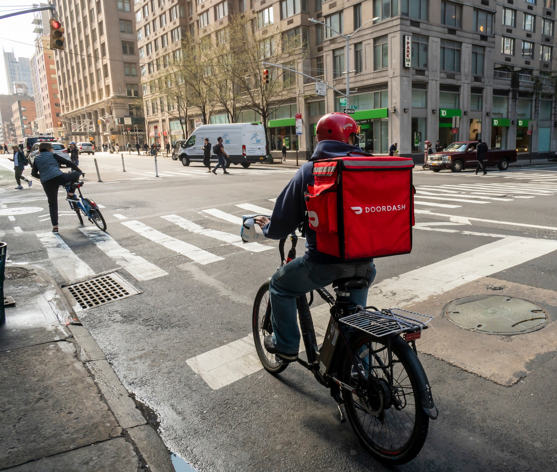 Rewards for users but not for Dashers as DoorDash issues credit card