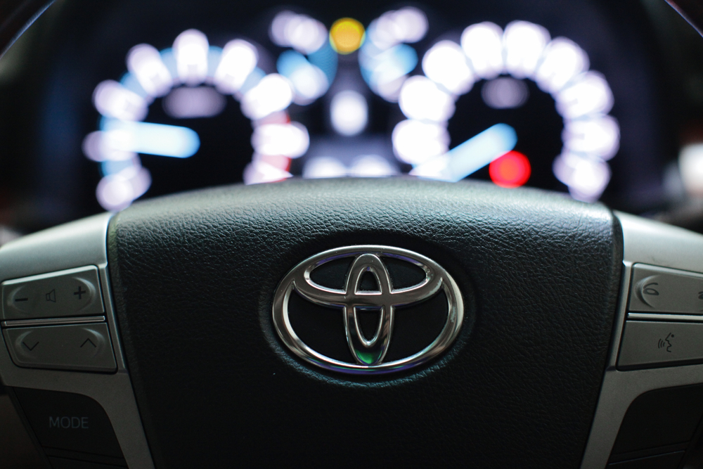 Toyota lifts Lyft's self-driving car unit in $550m deal