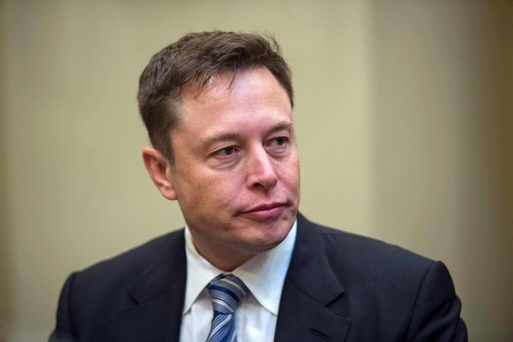 Tesla has chat with regulator, changes its mind on self driving cars this year