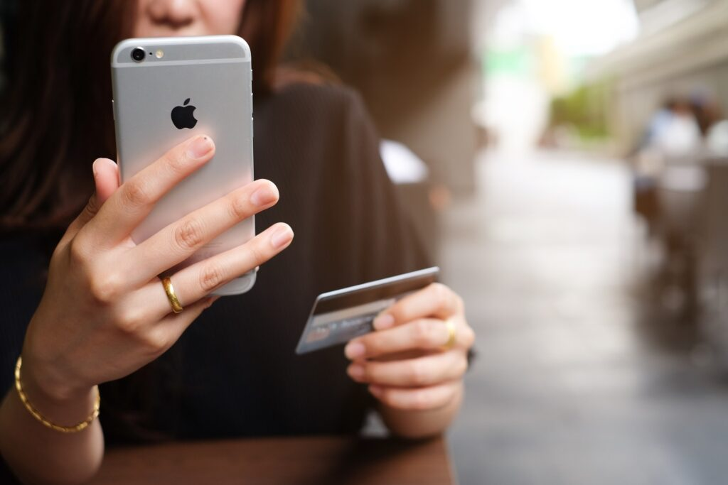 Apple denies Australia's payment rules make it choke competition