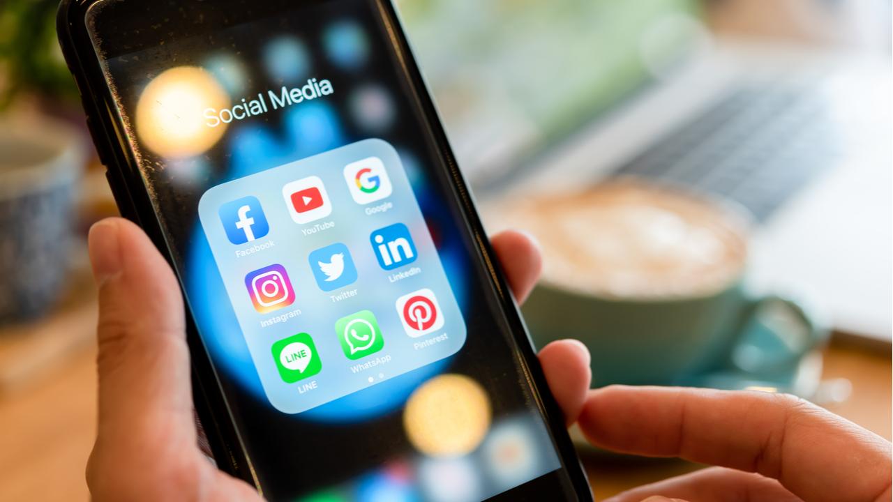 Social Media: Macroeconomic Trends