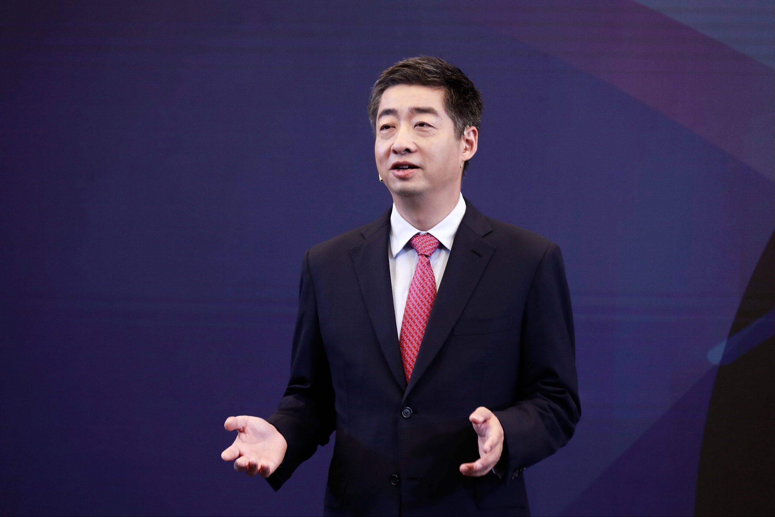 """Huawei prepares for battle with """"four legions"""" and 5G"""