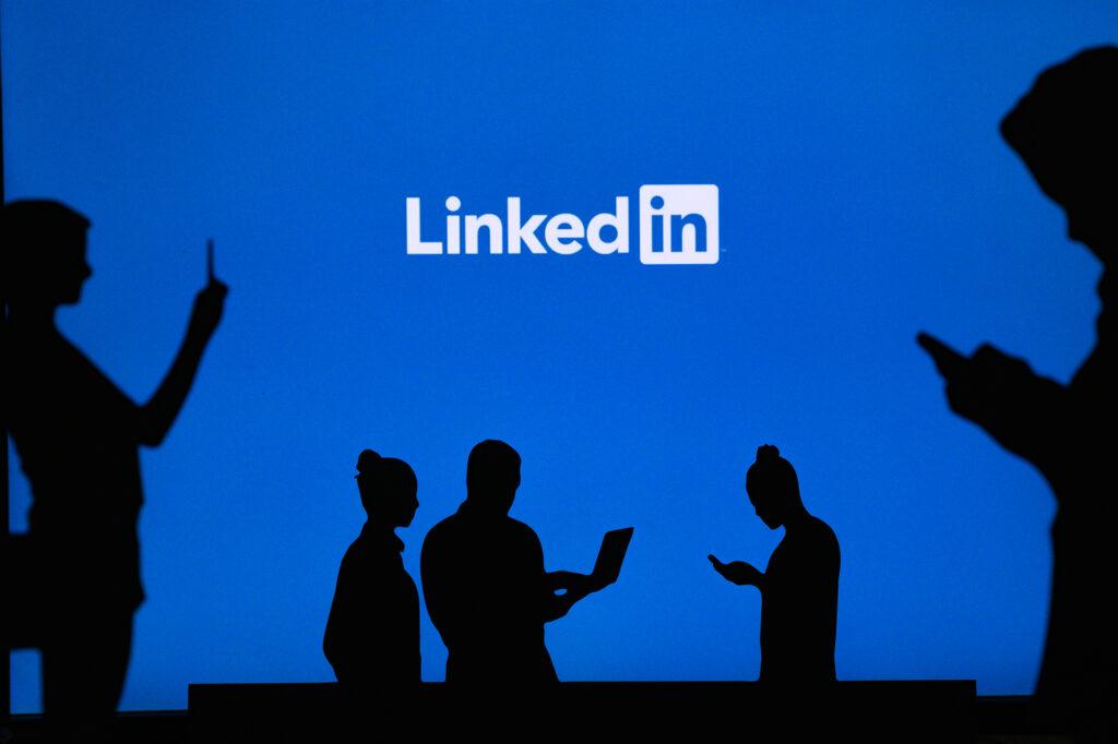 Microsoft closes China LinkedIn after journalist deletion backlash